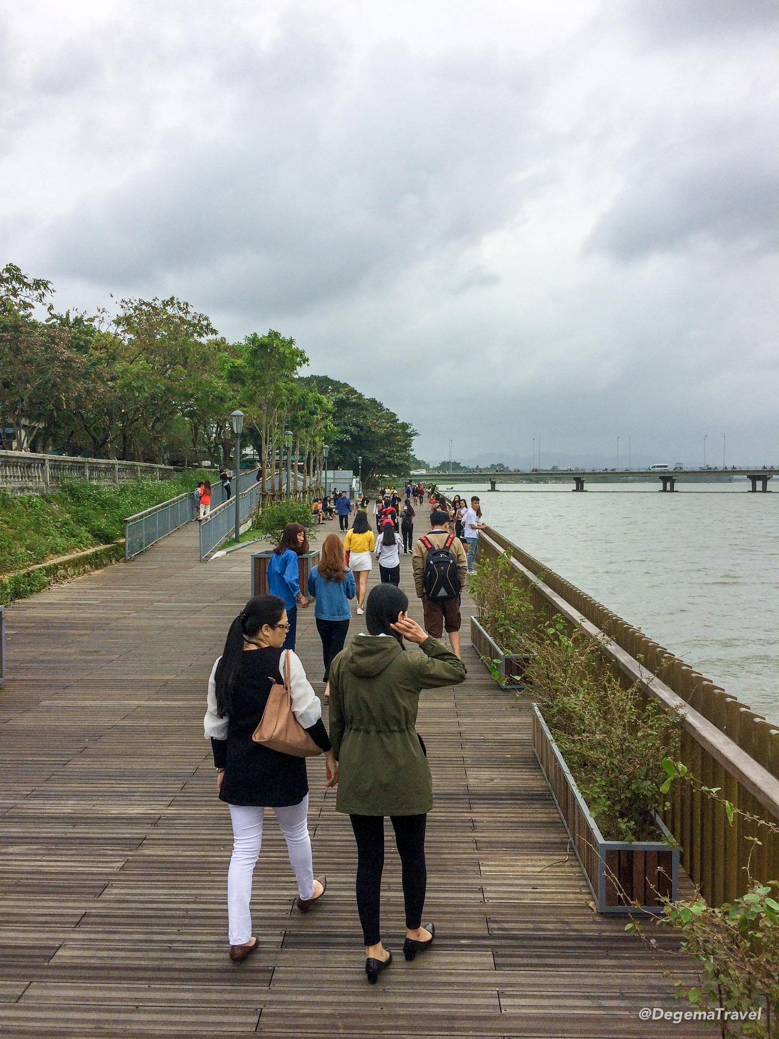 Cầu đi bộ sông Hương by the Perfume River in Hue, Vietnam