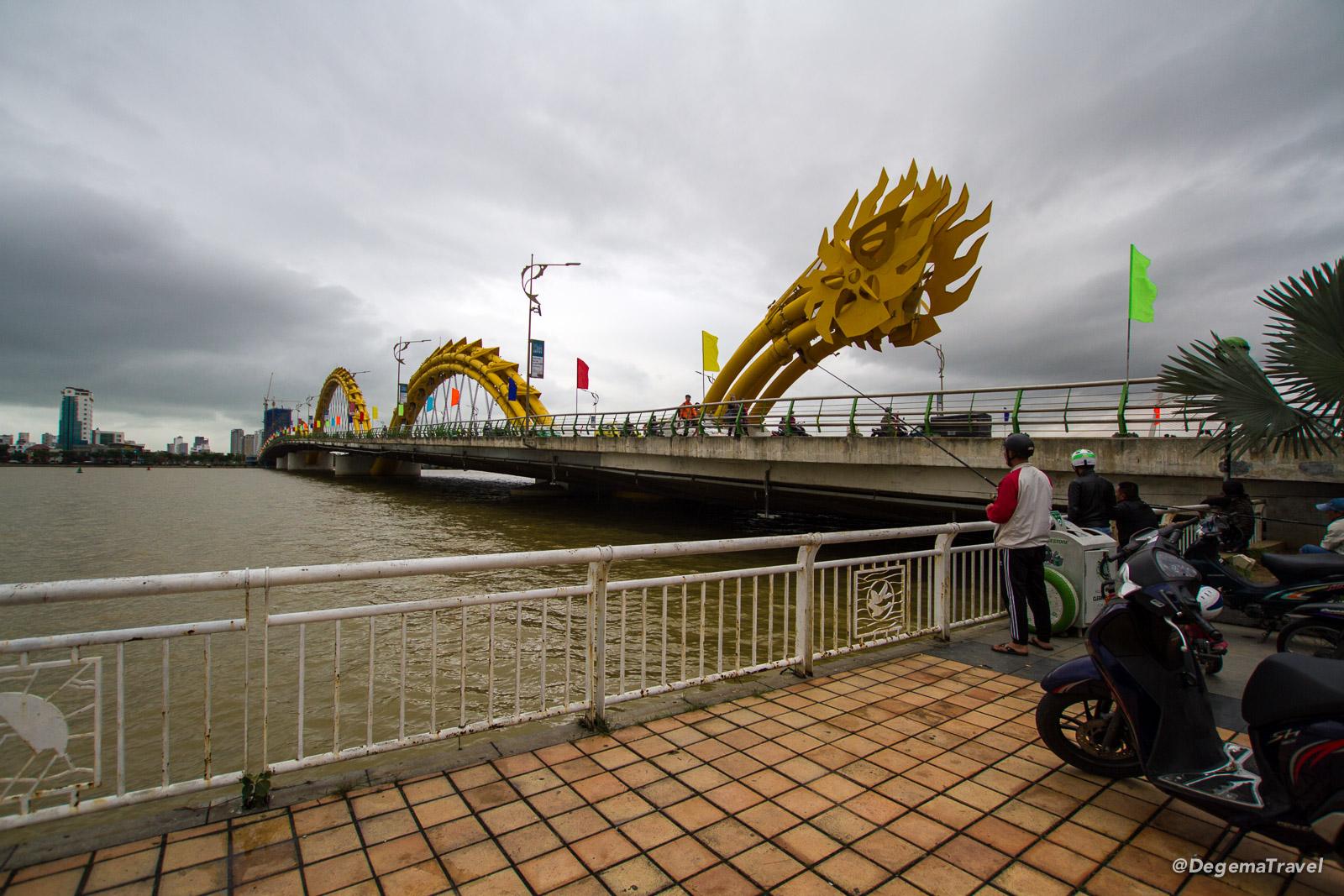 Cầu Rồng (Dragon Bridge) in Da Nang, Vietnam