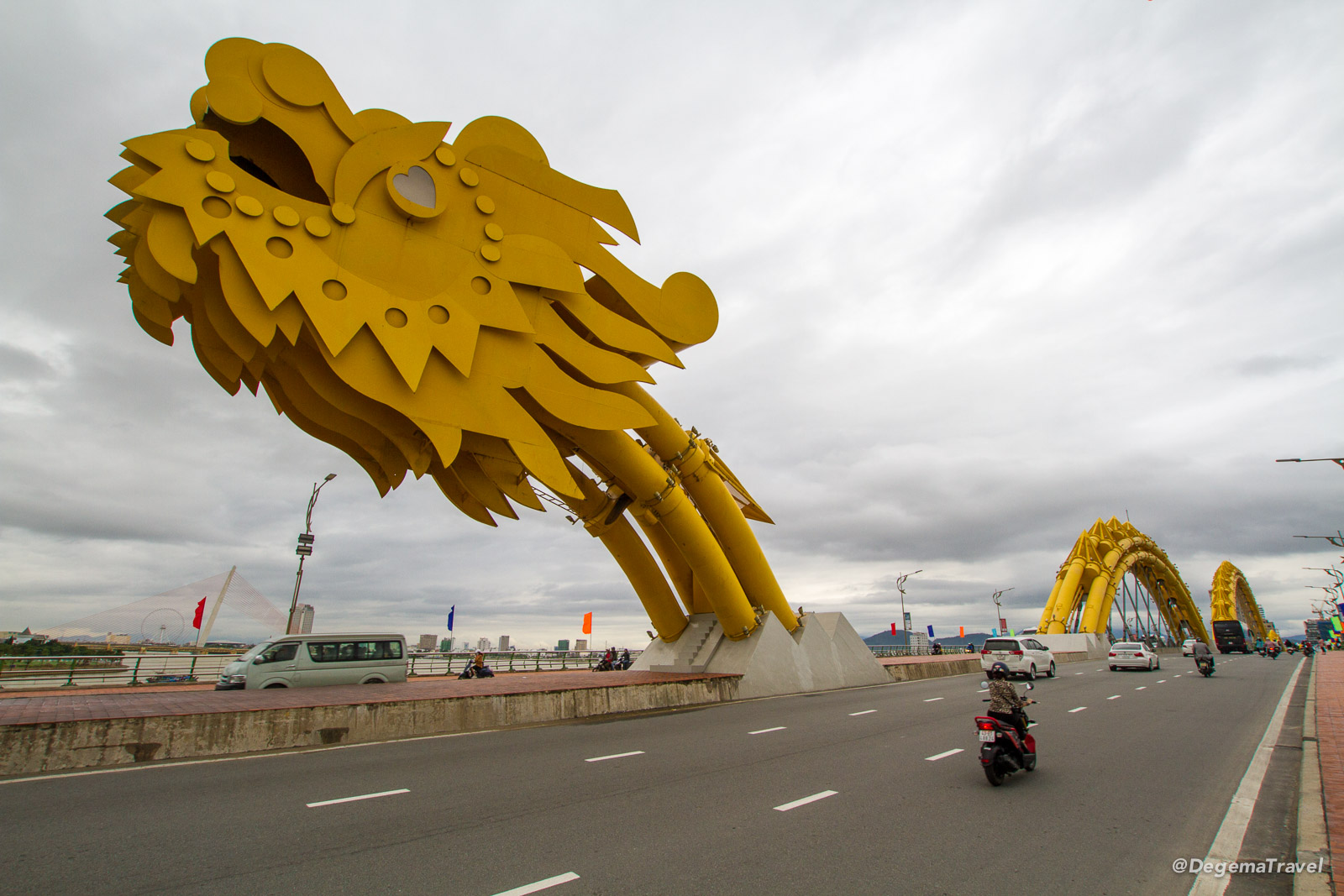 Cầu Rồng (Dragon Bridge) in Da Nang, Vietnam